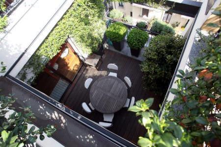 Idee e consigli per arredare il balcone di casa vogliacasa for Arredamento terrazzi milano