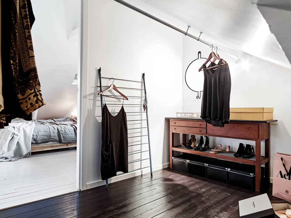 Oracle-Fox-Sunday-Sanctuary-Elsewhere-Small-Apartment-living-Alternative-Scandinvian-Interior-11