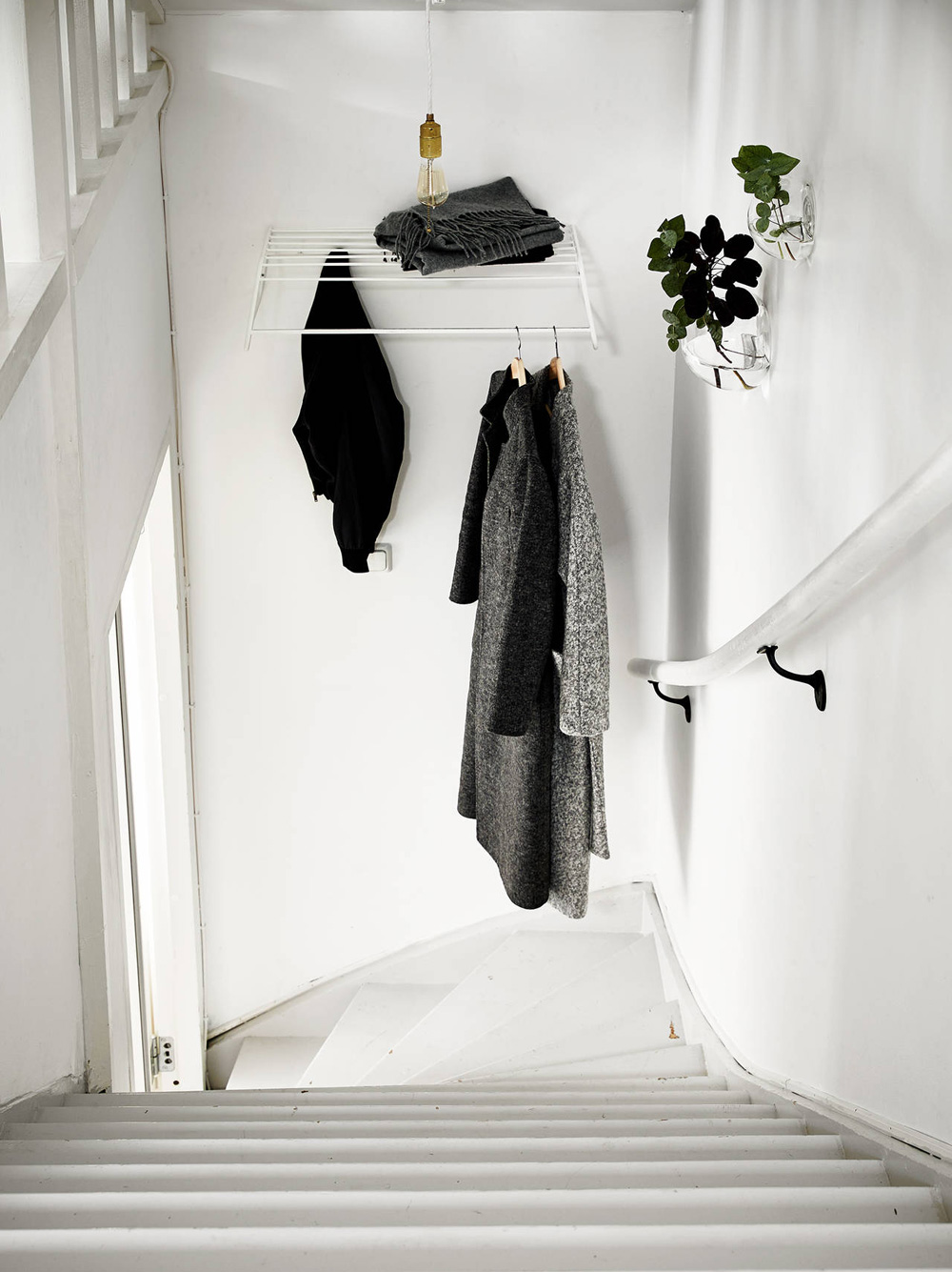Oracle-Fox-Sunday-Sanctuary-Elsewhere-Small-Apartment-living-Alternative-Scandinvian-Interior-13