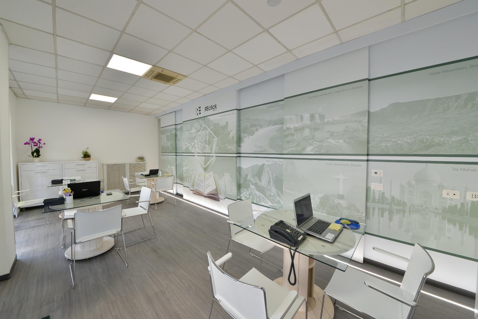 sedie_multi_con_struttura_cromata_per_ufficio_1656_g