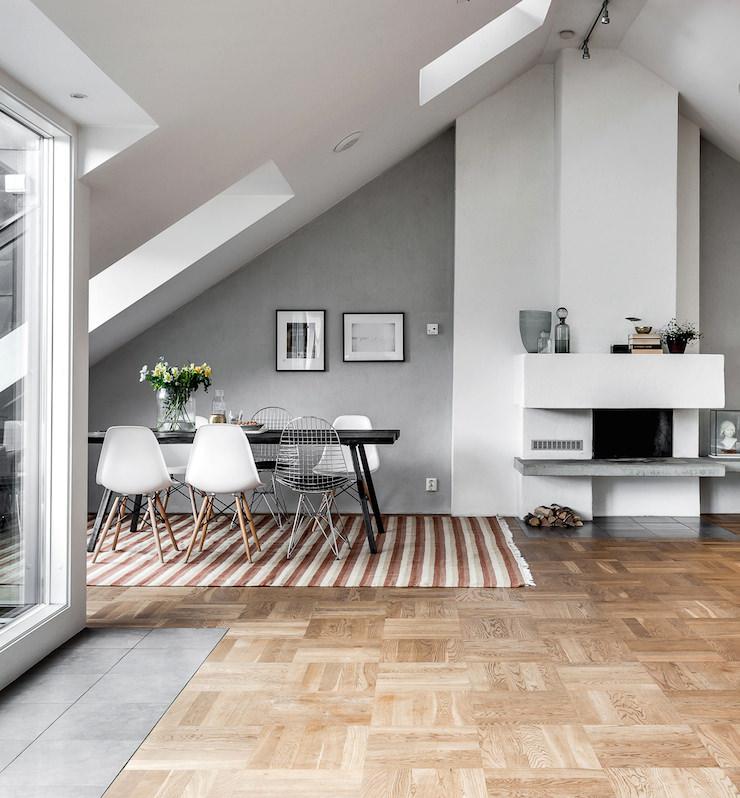 Arredamento sobrio essenziale ma elegante una casa a for Dachgeschosswohnung design