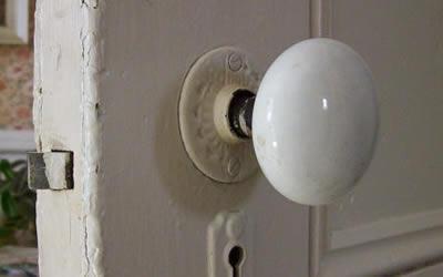 Maniglie o pomelli cosa scegliere per le porte interne